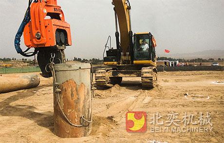 挖掘机实现一机多能打桩机-挖掘机打桩机,打桩锤,液压图片