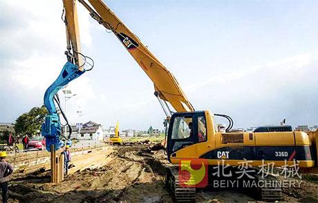 挖掘机改装打桩机打拉森钢板桩